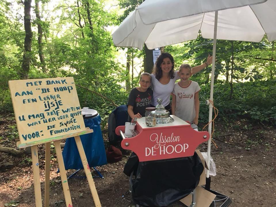 Sytske's moeder Noor en  haar vriendinnen lopen € 2.700 bij elkaar! DANK!